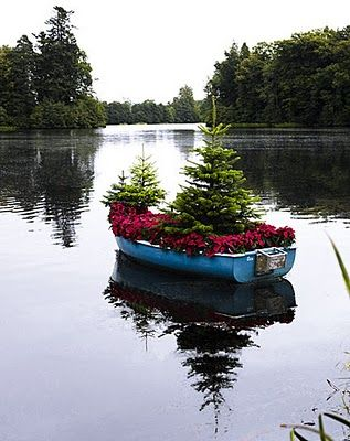 Oh if I only had a boat, and a lake.  : Modern Gardens, Old Boats, The Ponds, Canoeing, Gardens Design Ideas, Lakes Houses, Holidays, Interiors Design Blog, Christmas Trees