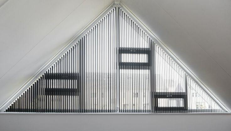 Lamelgordijn aluminium in geweldige zwarte kleur. Sfeervol en strak.