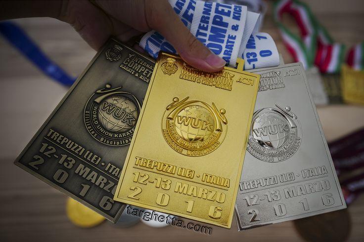 Direttamente dalle pagine di https://www.medagliesportive.it ecco una foto delle bellissime medaglie personalizzate per premiazioni sportive di altissimo livello.