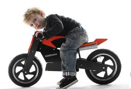 Le moto non mi fanno impazzire. Preferisco comunque le biciclette, se devo andare su due ruote.