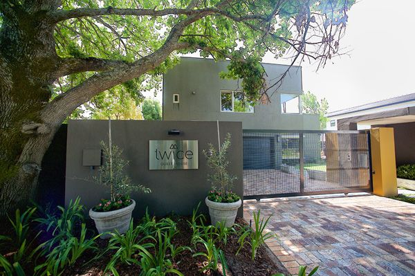 Twice Guest House: Contemporary architecture in the wine country. (Bed and Breakfast in Stellenbosch South Africa).
