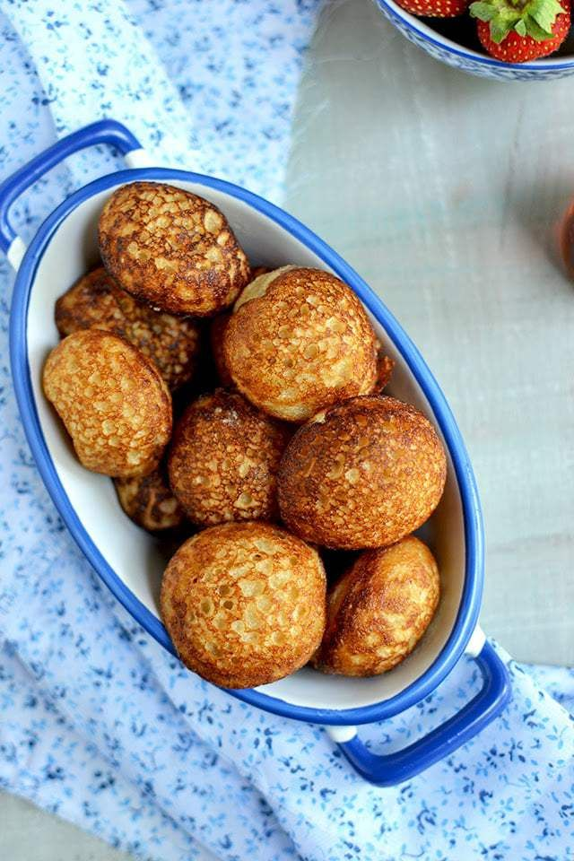 Mofo Gasy meaning 'Malagasy bread', which is made from a batter of sweetened rice flour poured into greased circular molds and cooked over charcoal. Mofo gasy is a popular street food in Madagascar served for breakfast food and is often eaten with coffee. In the coastal regions this mofo (or bread) is made with coconut milk and is known as mokary.
