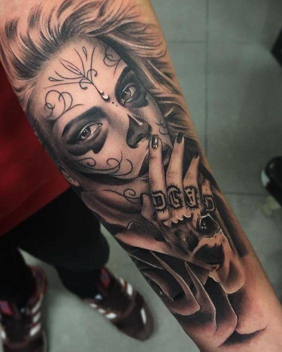 Tattoo Frauengesicht Mit Maske