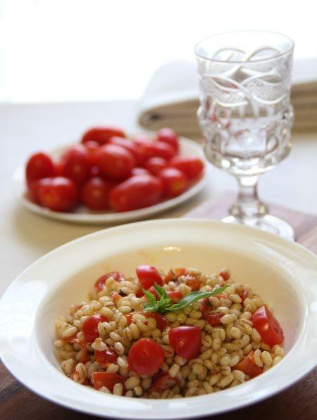 Orzo con pomodorini e pesto