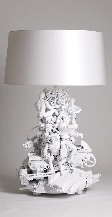 DIY Décor ● Table lamp made from toys and then spray painted lampe en jouet