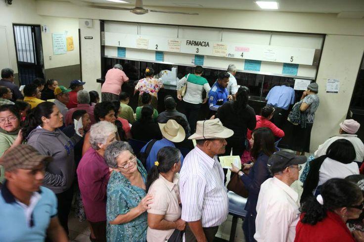 Honduras:  25,000 beneficiados con la dispensación de medicamentos Pacientes de consulta externa del Hospital San Felipe ya reclaman gratis las medicinas en farmacias privadas. A diario se atiende a cerca de dos mil 000 pacientes.