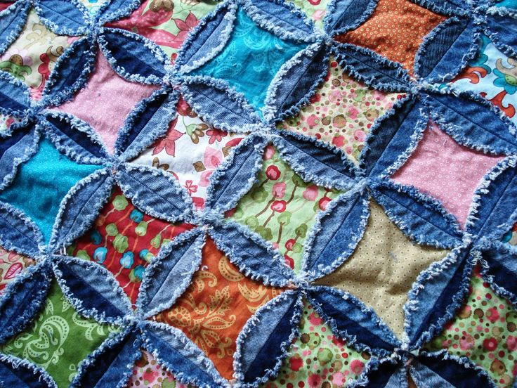 """Denim rag quilt - this is another quilt-as-you-go project. Love it! Use 6 ½"""" denim circles, 4"""" batting squares, 5"""" charm squares"""