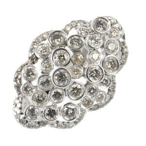 LOT:140   A diamond dress ring.