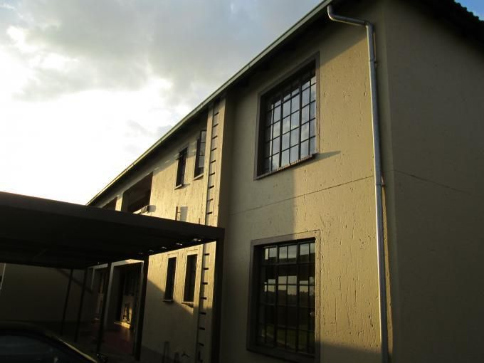 Apartment in Lindhaven, Johannesburg - West, Gauteng R 375,000  This apartment is priced to sell fast! If you want to be the lucky winner to buy this 2 bedroom apartment then you'd better act now.  This cozy apartment is ideal for the young couple or small family and features a lovely open plan living area that flows onto the kitchen. Two well sized bedrooms with built in cupboards and a modern bathroom.  More info and photo gallery: http://bit.ly/1l0alYu