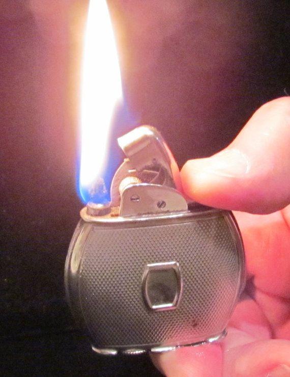 Vintage Evans Lighter Spitfire Oval Cigarette Lighter Cigar Lighter Art Deco 1940s Great Working Condition