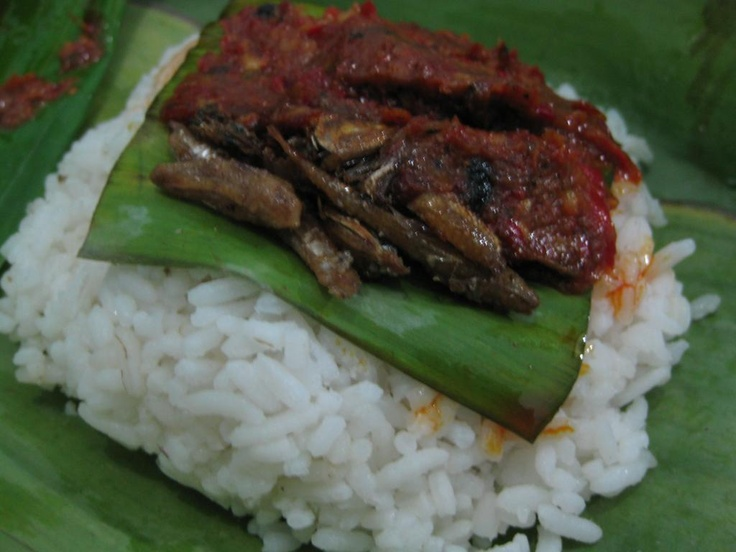 nasi kucing: small bite of rice, wrapped in banana leaf