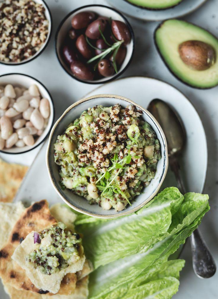 Hej! Det har blivit dags för veckans veganska hos diadonna. Vad sägs om en krämig avokadoröra med bönor och quinoa? Vill du göra det enkelt för dig, använd färdigkokta bönor. Servera den...