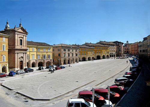 San Severino Marche, Italy - La piazza   #TuscanyAgriturismoGiratola