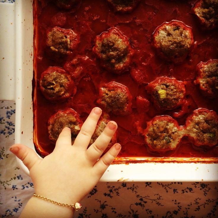 baked meatballs w' simple tomato sauce