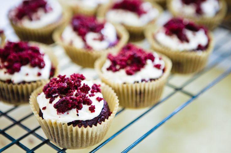 vegan red velvet cupcakes with sugar-free cream cheese frosting: Cupcakes Us, Cream Cheese, Cupcakes Low, Cupcakes Healthy, Red Velvet Cupcakes, Cupcakes Vegans