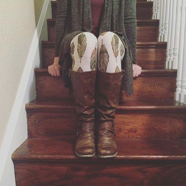 LuLaRoe feather leggings outfit