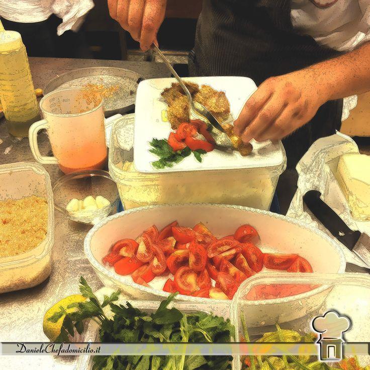Anche la preparazione del piatto ha il suo fascino tant'è che molti clienti si soffermano in cucina e ammirano le varie fasi della realizzazione. #danielechefadomicilio