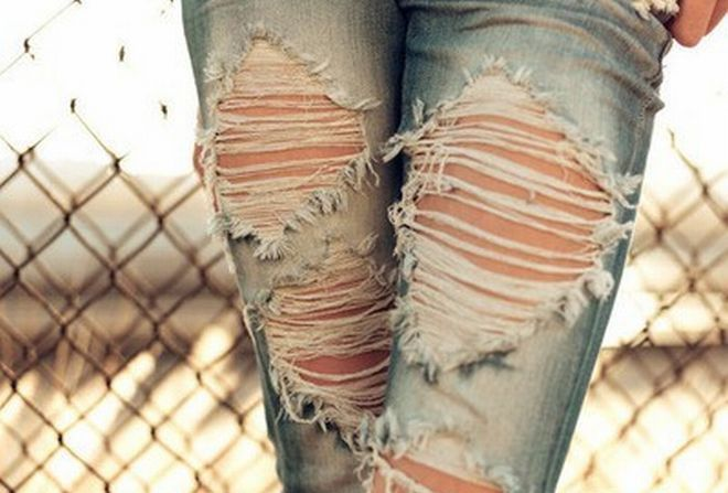 DIY: Cómo romper tus jeans sin que se arruinen en el intento  I need someone to translate this for me please!!