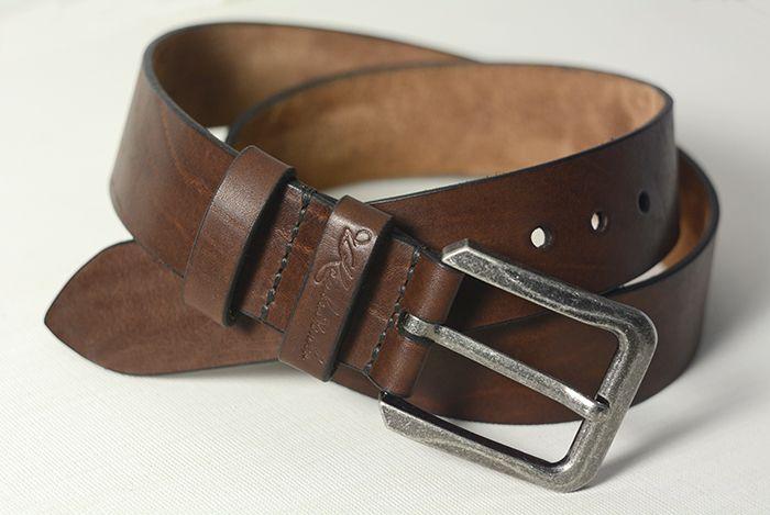 Кожаный ремень для джинсов, 40 мм. В изготовлении был использован коричневый вороток бычины толщиной 4.0 мм. Торцы обработаны краской для уреза кожи и отполированы. Изделие искусственно состарено восковыми красителями.