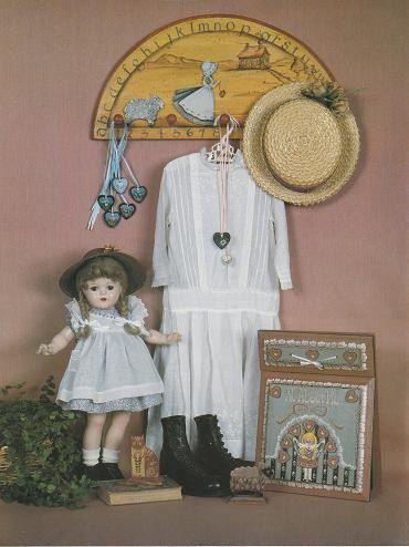 Acabado de arte popular presenta Colección de recorte, Michele Walton - Yvonne Neff - LaRae Anderson, 1985 publicado por el arte de Utah. Tiene un precio de etiqueta engomada en la portada y un sello rojo oriental en la primera página del propietario original.