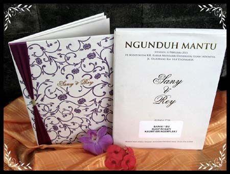 simple aja pake pita juga undangan pernikahan hardcover ini