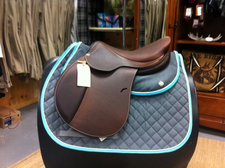 Nikki's looks like this except it has bright Purple binding where this one is light blue. Ogilvy Jump Memory Foam Half-Pad and Matching Profile Pad. Photo courtesy of @Valentina Vitols Bello Vitols Bello
