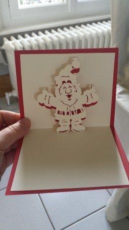Zelphire nous propose un nouveau modèle à réaliser, un Père Noël en Kirigami qu'elle nous offre gratuitement. Un beau Père Noël tout rigolo!! Le patron gratuit kirigami Père Noël est à retrouver sur son blog ici. Un grand merci à toi pour ce partage!!...