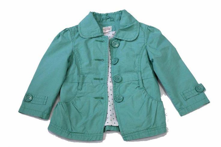 Zelený kabátek se hodí na jaro i chladnější léto. Cena s DPH160 Kč. Má krásnou zelenou barvu s puntíkatou podšívkou a zapíná se na knoflíky.