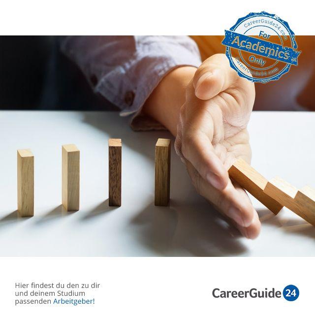 """Wir verraten dir heute in unserem <a href=""""https://www.careerguide24.com/de/Blog"""" target=_blank>Karriere Blog</a>, warum kluge Menschen auf der Arbeit häufiger Fehler machen."""