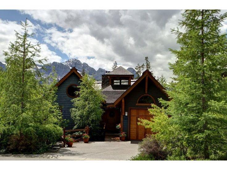 Linda casa na floresta. Casa aconchegante com estilo chalé. Adorar o fa fa …   – Home Exterior Inspiration