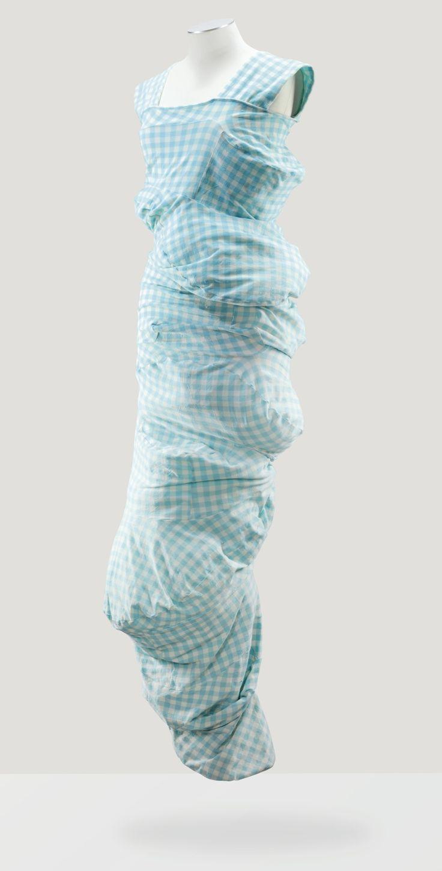 """* Comme des garçons par Rei Kawakubo, printemps-été 1997 COLLECTION """"BUMP""""/""""BODY MEETS DRESS"""" ROBE SCULPTURE EN JERSEY VICHY STRETCH BLEU COMME DES GARCONS BY REI KAWAKUBO 'BODY MEETS DRESS' OR 'BUMP' COLLECTION, S/S 1997 A TURQUOISE AND GINGHAM POLYESTER JERSEY DRESS WITH NUMEROUS 'BUMPS' FRONT AND BACK"""