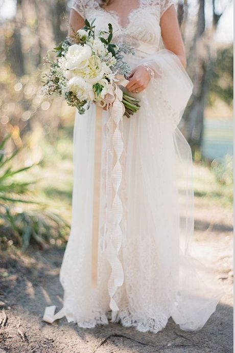 Buquê de noiva com fita de cetim