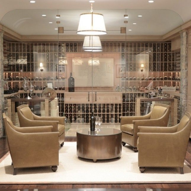 cave à vin luxueuse et vitrée