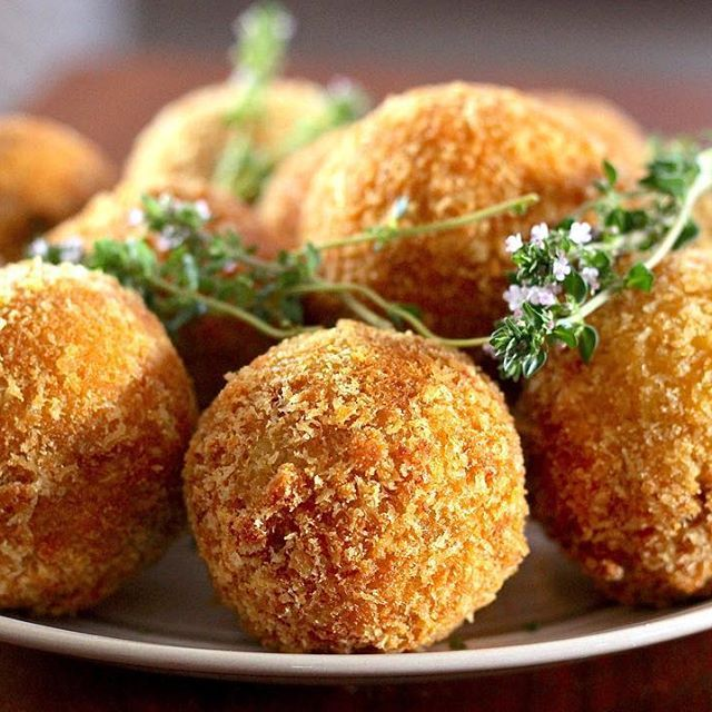 Golden and fabulous Porcini Mushroom Arancini... Made by us! Recipe now online at the Hare and Tortoise Kitchen website.  link available in our bio.  #recipes #arancini #porcini #mushrooms #porcinimushrooms #eat #rice #delicious #golden #polenta #eat #recipe #cook #food #foodie #foodlove #foodlover #foodinspo #foodinspiration #italianfood#italiancuisine #hareandtortoisekitchen #eat #yum #yummy #melbournefood #melbournefoodblogger #thyme @beautifulcuisines #beautifulcuisines…