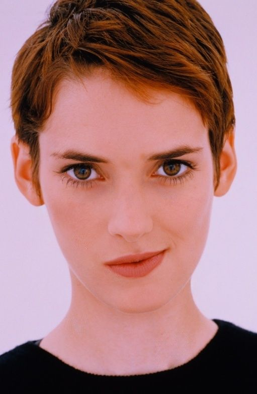Winona Ryder , american actress, of Hebrew origin, twice nominated for an Oscar for Little Women (1994), and The Age of Innocence (1993), for which she won a Golden Globe. She is also known for her participation in Edward Scissorhands (1990), Dracula (1992), Girl, Interrupted (1999), Black Swan (2010)