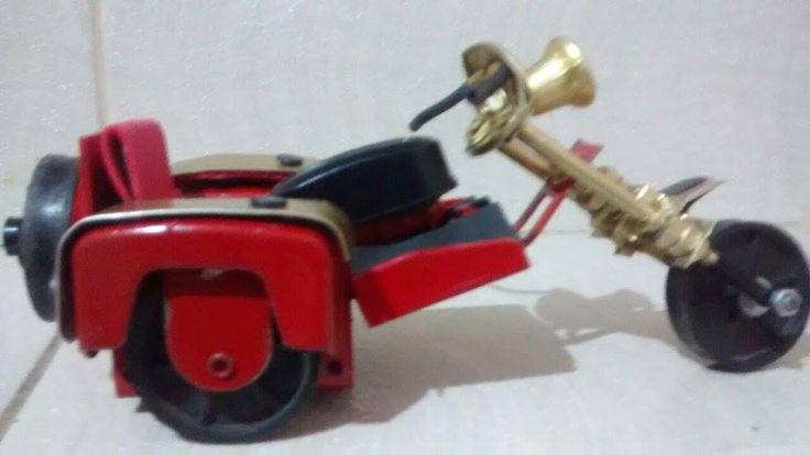 Triciclo feito de latinha de refrigerante e sucata. Veja mais em https://web.facebook.com/Miniaturas-de-Motos-440754496290423/