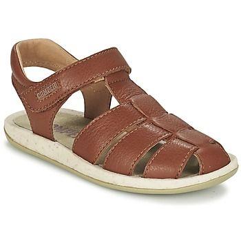 Heel wat kids zullen vallen voor deze trendy bruine sandaal van het merk Camper! De leren sandalen zijn voorzien van rubberen zolen en maken je look heel modieus af. Heel aangenaam om te dragen! Deze schoen is voorzien van een leren en textielen binnenvoering en een textielen binnenzool. Met deze sandalen aan je voeten kan de zon alleen maar schitteren! - Kleur : Brown - Schoenen Kind € 77,00