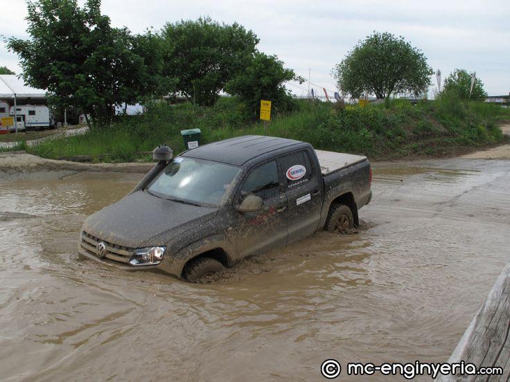 abenteuer-allrad-2013-teststrecke-fahrzeuge-3-volkswagen-amarok-thumb.jpg
