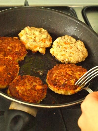 vegetarian hamburger (cannellini beans, mushrooms, carrots)