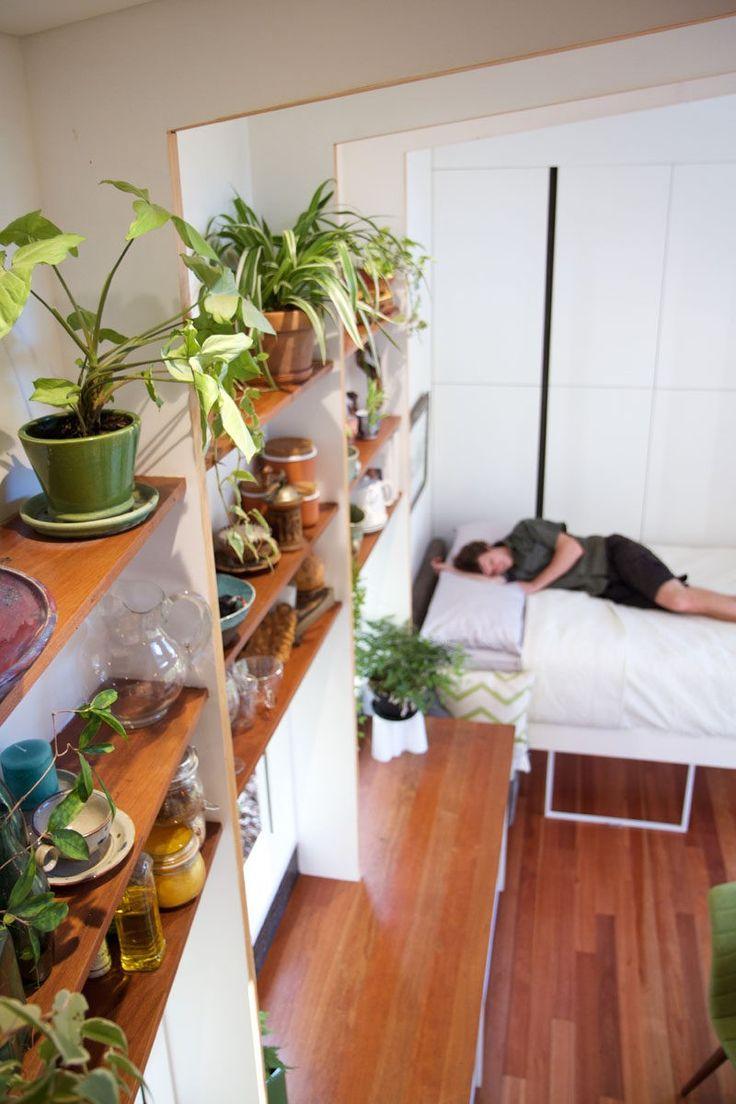 Dieses kleine haus in australien hat a einziehbare bett zu sparen platz
