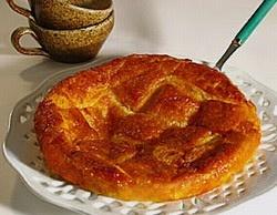 Kouign Amman :    - 250 g de farine    - 200 g de beurre salé    - 200 g de sucre,    - levure & eau  ..... le gâteau de beurre !