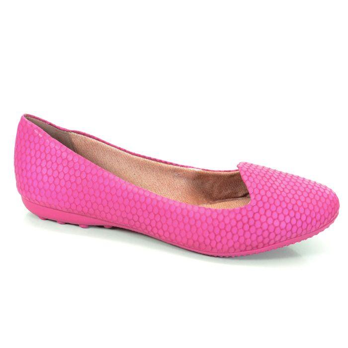 A cor dá o detalhe principal para a sapatilha.Feita também com couro nobuck em forma de favo.