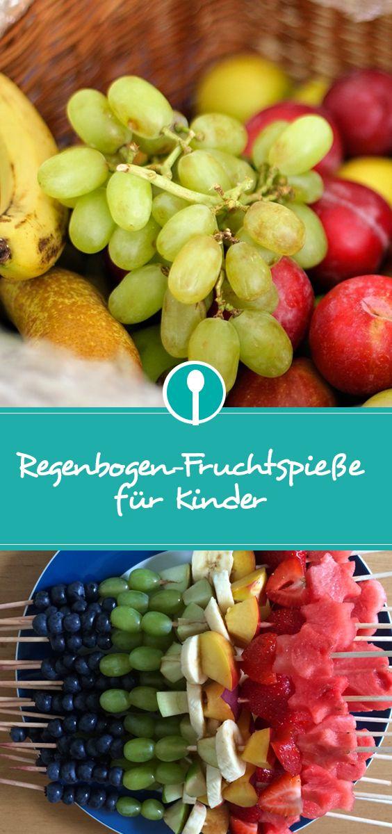 Regenbogen Fruchtspieße aus Obst sind ein tolles MItbringsel für die Kinderkrippe, den Kindergarten oder den Kindergeburtstag – und eine tolle Alternativ zu Muffins und Kuchen.