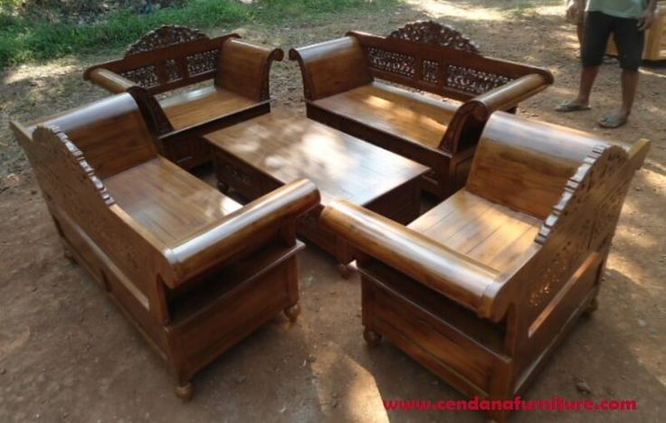 Set Kursi Tamu Madura Ukir R-14AU terbuat dari material kayu jati dengan motif ukir khas jepara cocok melengkapi ruang tamu rumah anda.