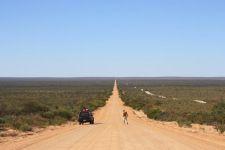 Heute verlasse ich einmal die gewohnten Pfade und berichte über Work and Travel in Australien. Wen das Thema interessiert, sollte sich das spannende Interview mit Lena und Björn von Travfi.com unbedingt zu Gemüte führen.  http://flashpacking4life.de/work-and-travel-australien-infos-tipps-interview/
