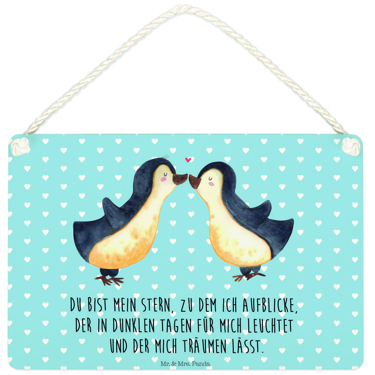 Deko Schild Pinguin Liebe aus MDF  Weiß - Das Original von Mr. & Mrs. Panda.  Ein wunderschönes Schild aus der Manufaktur von Mr. & Mrs. Panda - die Schilder werden von uns direkt nach der Bestellung liebevoll bedruckt und mit einer wunderschönen Kordel zum Aufhängen versehen.    Über unser Motiv Pinguin Liebe  Das Gefühl verliebt zu sein und seinen Verbündeten gefunden zu haben ist unbezahlbar. Die verliebten Pinguin überbringen für dich eine ganz zauberhafte Botschaft...    Verwendete…