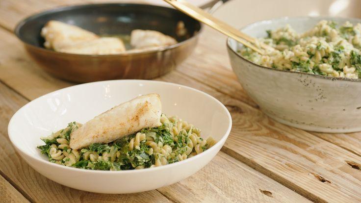Een overheerlijke pasta met schelvis, boerenkool en mascarpone, die maak je met dit recept. Smakelijk!