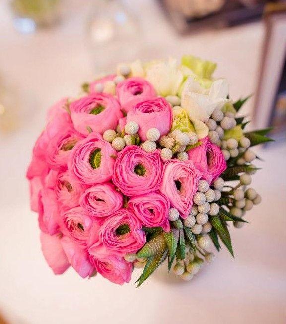 Buchet de mireasă cu Ranunculus roz.  Bridal bouquet with pink Ranunculus