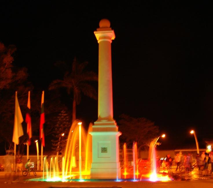 Obelisco del parque Santa Bárbara en Buga.