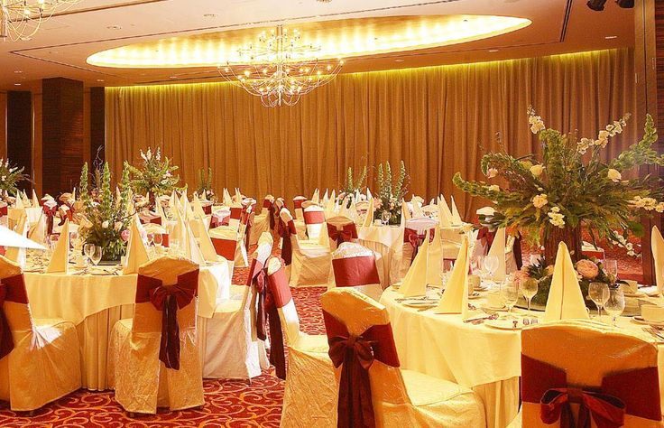 The spacious banquet hall is designed in such a way to make all your events successful with professional service and equipment support. It can also be hired for formal, sit-down dinners. #SwayamCity #RealEstateKolkata #BanquetHall